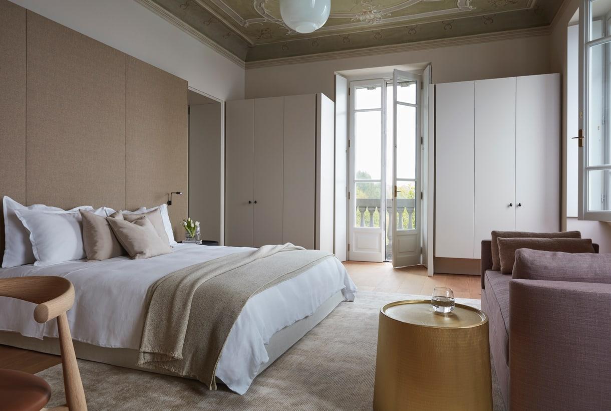 We transform creativity into luxury furnishings.